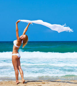 1-dancing-happy-girl-on-the-beach-anna-omelchenko